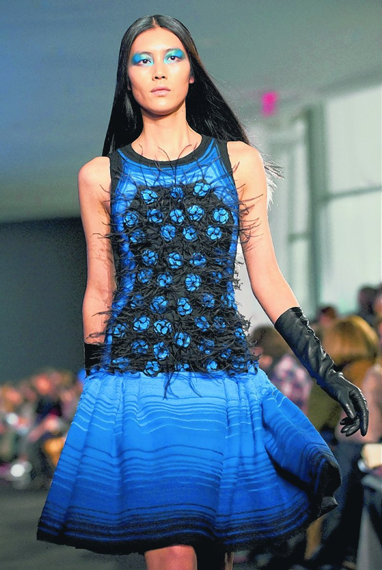 Prabal Gurung寶藍色圓裙。圖/美聯社
