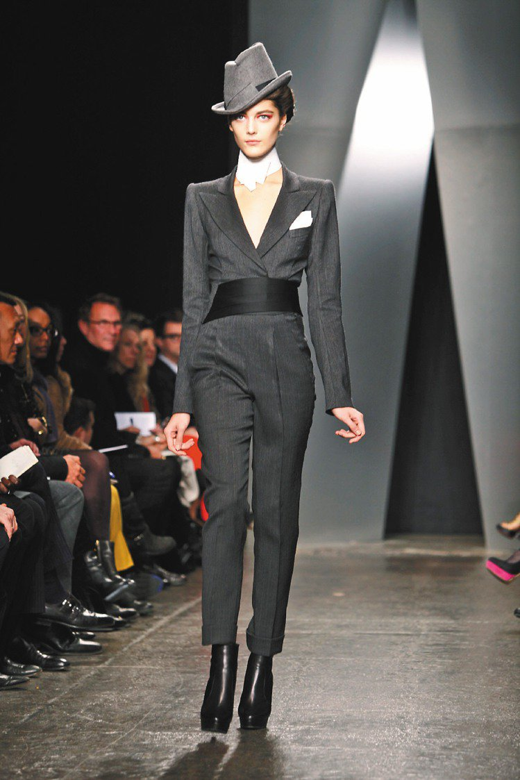 Donna Karan在紐約時裝周中展示秋冬新裝。圖/路透