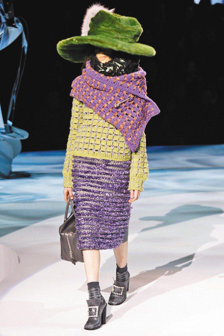 Marc Jacobs發表秋冬新裝,色彩亮麗、造型特殊的皮草帽成為焦點。圖/Ma...