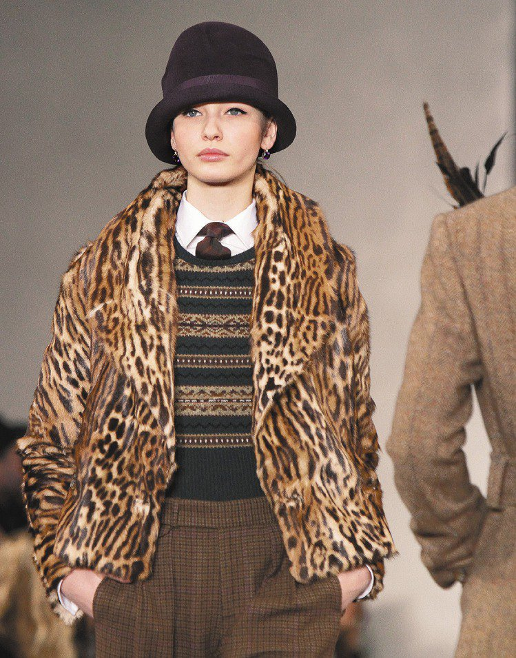 Ralph Lauren實穿優雅,英式毛呢搭配毛草大衣,以質感凸顯貴氣。圖/美聯...