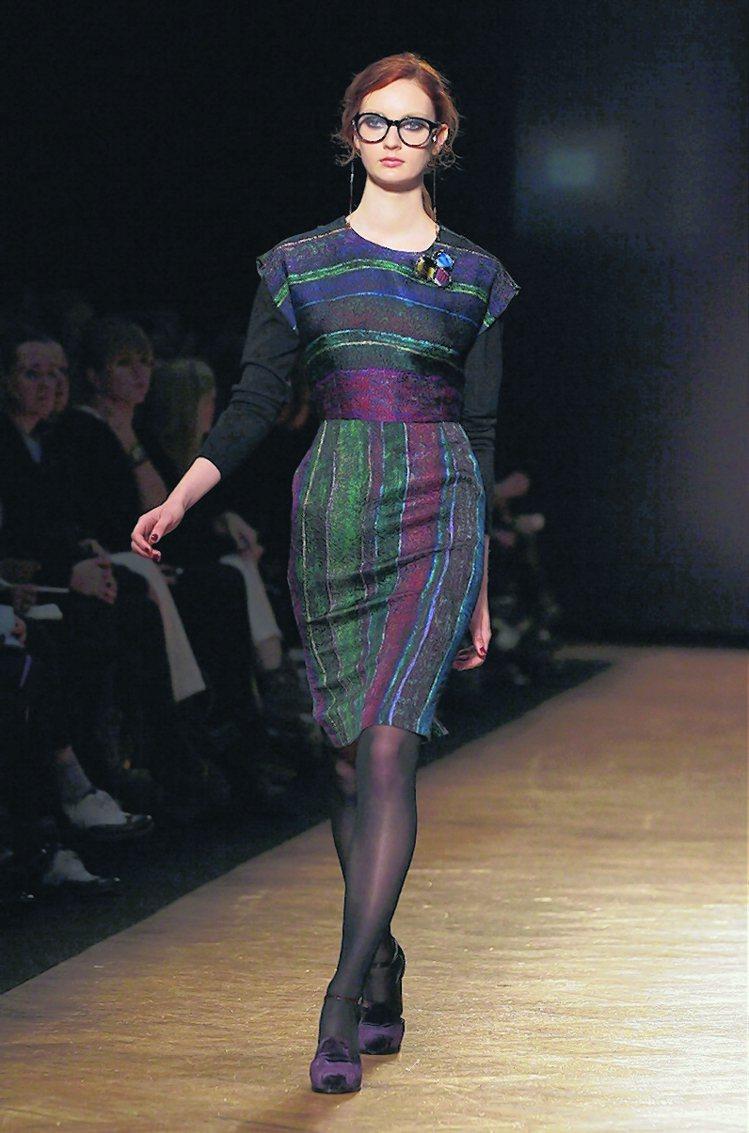 Paul Smith秋冬女裝少了過去繽紛鮮豔的條紋,但從男裝擷取元素。圖/美聯社