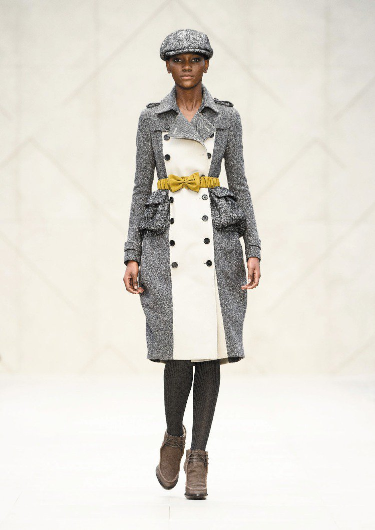 BURBERRY秋冬經典風衣出現雙色調。圖/BURBERRY提供