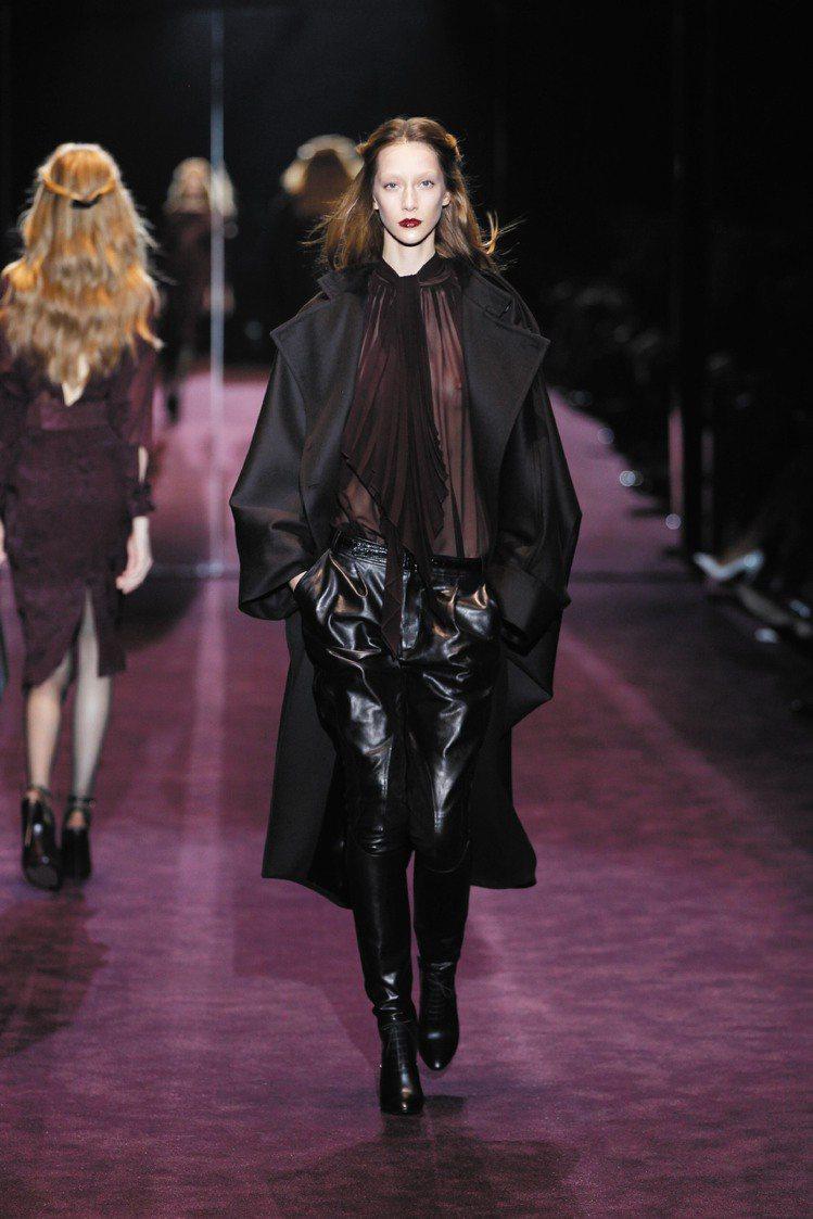馬術風格褲裝,呼應馬具起家精神,浪漫雪紡有雌雄同體的中性概念。圖/法新社