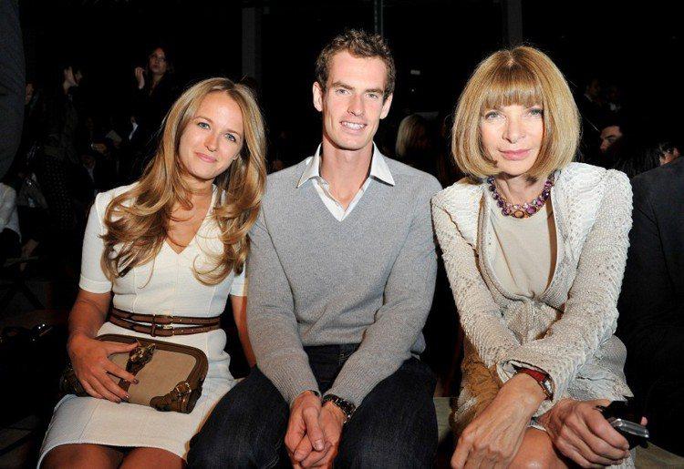 安迪莫瑞與女友Kim Sears、安娜溫圖(右)。圖/BURBERRY提供