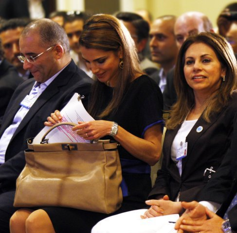 約旦王妃Rania也是peekaboo包愛用者。圖/Fendi提供