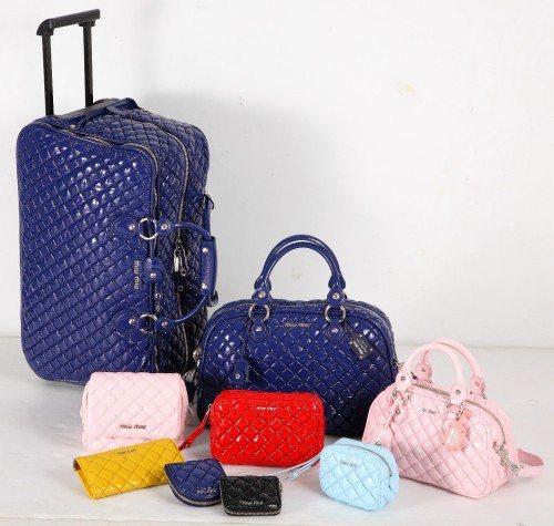 Miu Miu Capsule系列有各種款式的小巧包款,顏色也非常多元。圖/業者...