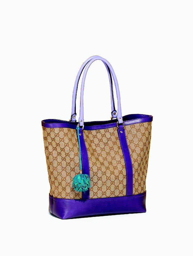 GUCCI皮革流蘇裝飾GG帆布Tote,39,250元。 圖/GUCCI提供