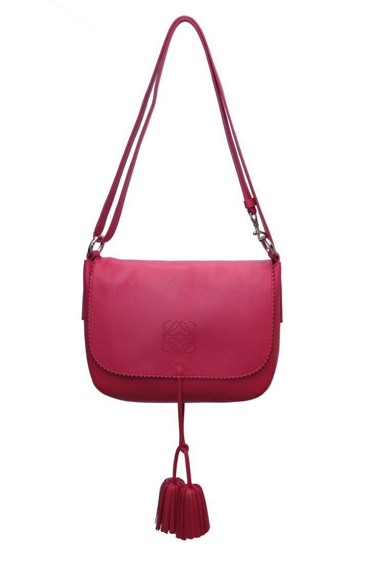LOEWE桃紅色小SOLE包、57,000元。圖/LOEWE提供