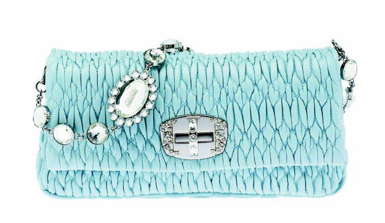 MIU MIU水藍色皮革手拿包,39,500元。圖/MIU MIU提供