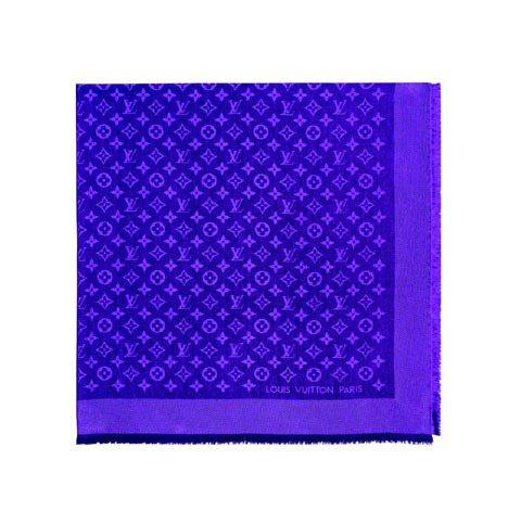 LV Monogram Shawl絲巾,18,200元。圖/LV提供
