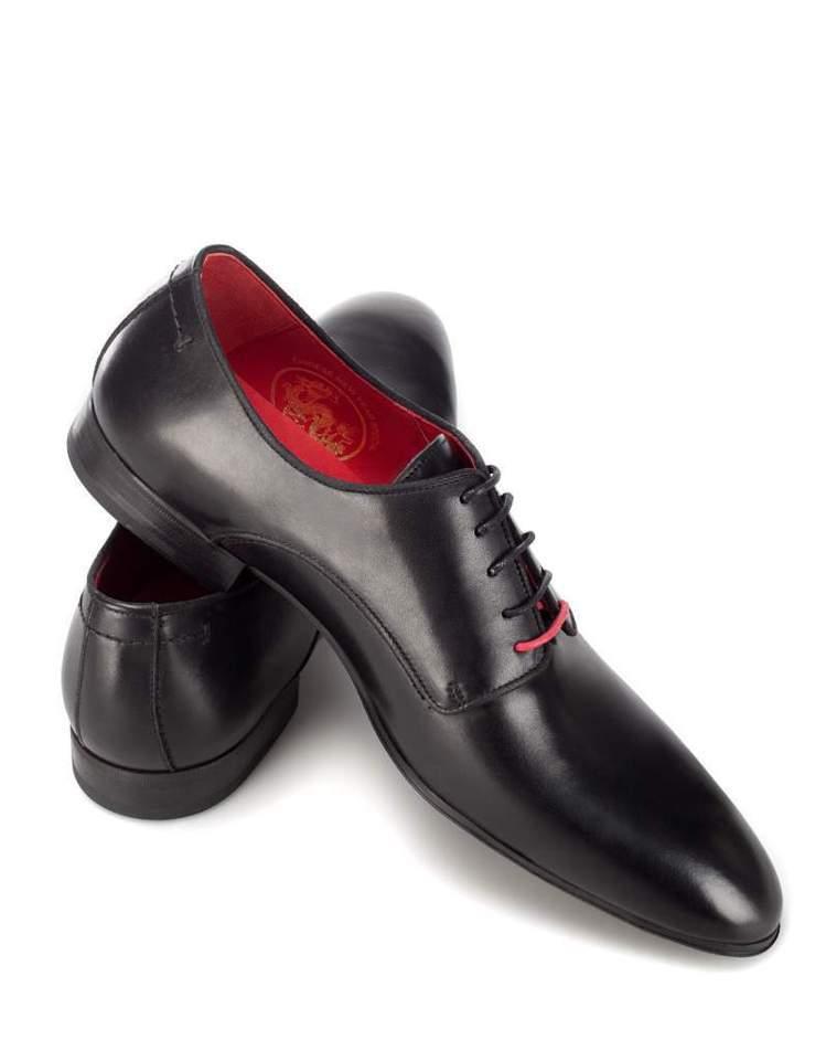 ZARA推出龍年限定男鞋,售價2,990元。圖/ZARA提供