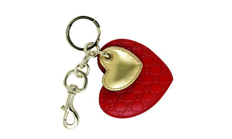 辣椒紅搭配金色愛心鑰匙圈(GUCCI)6,600元。圖/TVBS周刊提供