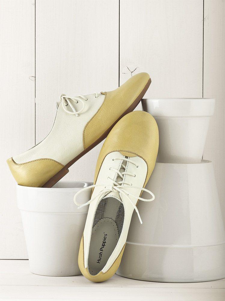 女款薄底舞者牛津鞋可愛復古,定價2980元。圖/Hush Puppies提供