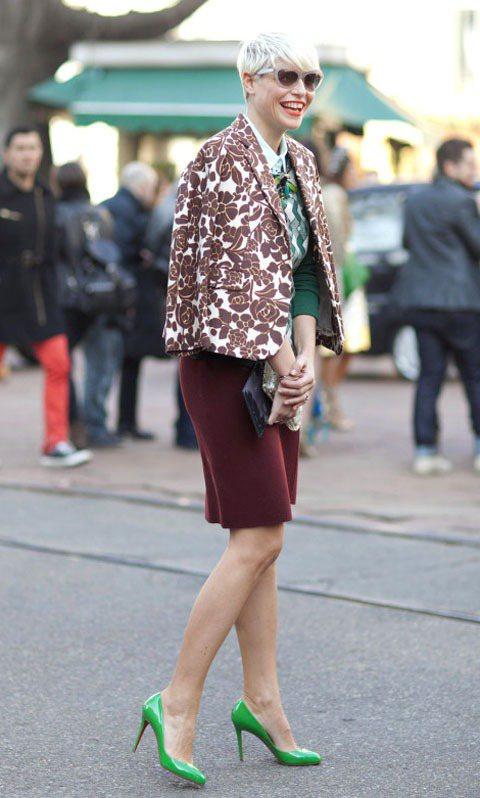 尖頭鞋換上各種繽紛亮色,就像芭比娃娃的鞋一樣迷人。圖/達志影像提供