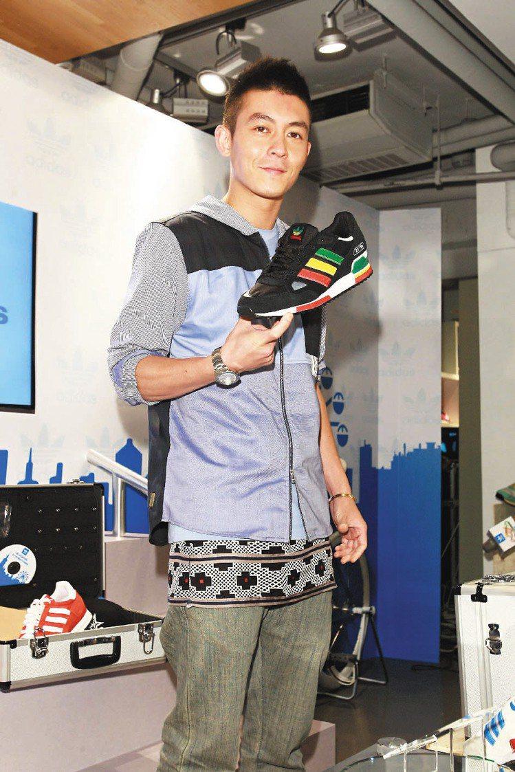 香港藝人陳冠希為Adidas Originals ZX系列站台。記者徐世經/攝影