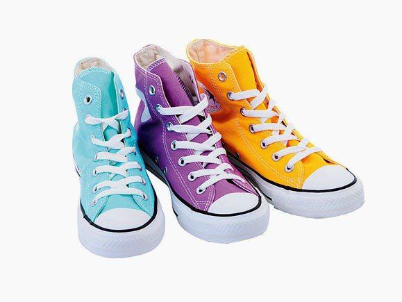 CONVERSE春夏經典款高筒帆布鞋。圖/明曜百貨提供