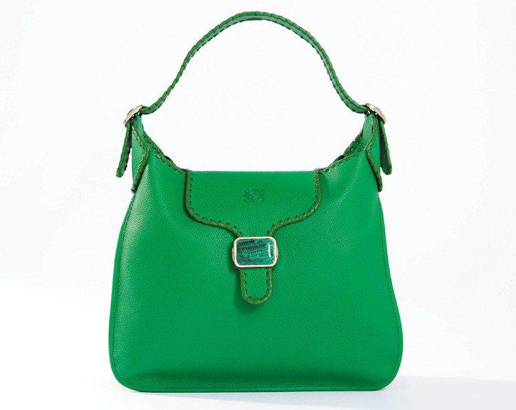 LOEWE森林綠色Granada手袋,89,000元起。圖/LOEWE提供