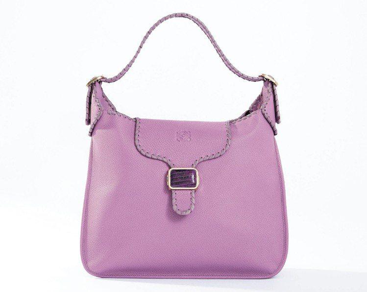 LOEWE 薰衣草紫Granada手袋,89,000元起。圖/LOEWE提供
