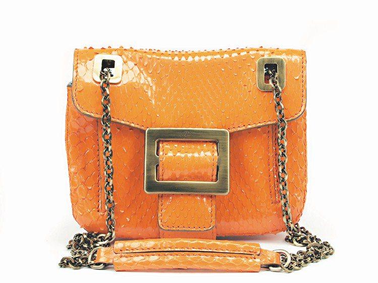 橘色蛇皮Metro Nano包,63,900元。圖/Roger Vivier提供