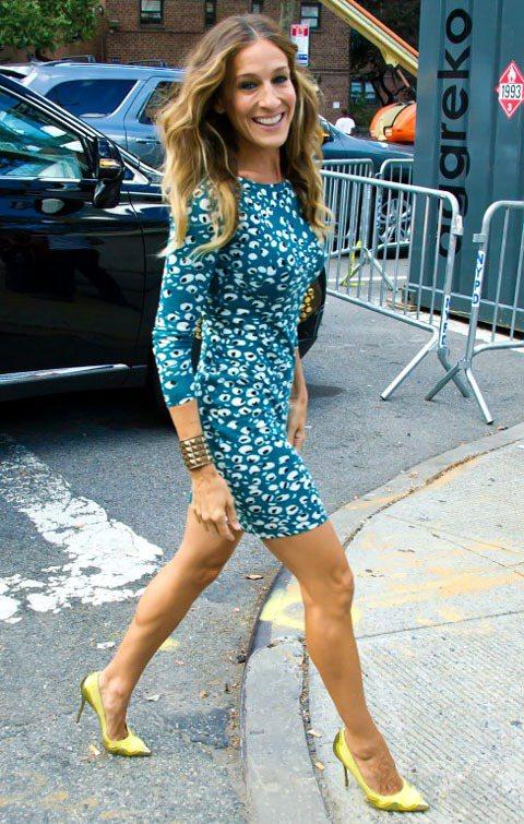 莎拉潔西卡派克的金屬色尖頭鞋很前衛時髦。圖/達志影像