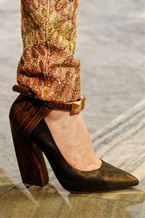 MISSONI秋冬粗跟尖頭高跟鞋。圖/擷取自spohszine.com