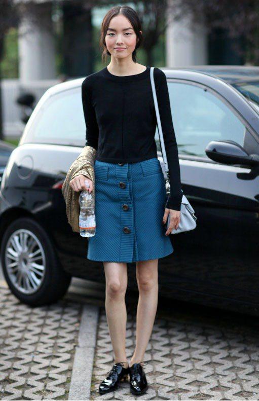 超模孫菲菲私下愛穿中性風尖頭平底鞋。圖/達志影像
