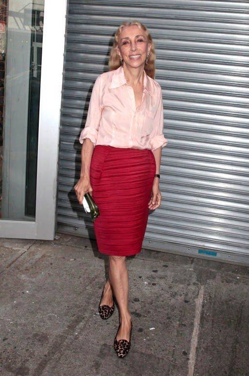 Franca Sozzani穿著尖頭樂福鞋現身時裝秀場。圖/達志影像