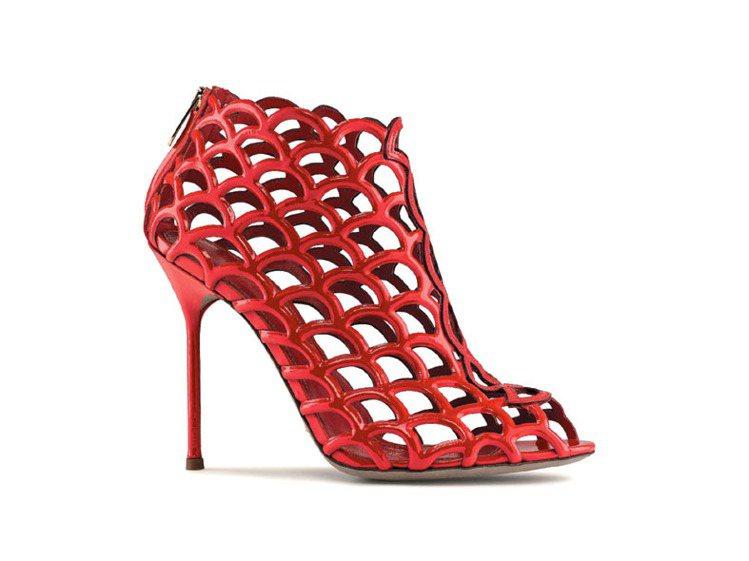 紅色漆皮網狀鞋,41,000元。圖/Sergio Rossi提供