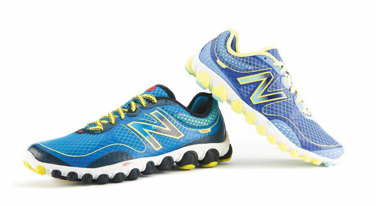 NEW BALANCE的IONIX 3090輕量跑鞋推出第二代,強調符合人體工學...