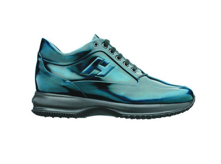 HOGAN INTERACTIVE深藍刷色漆亮皮繫帶休閒鞋,17,200元。圖/...