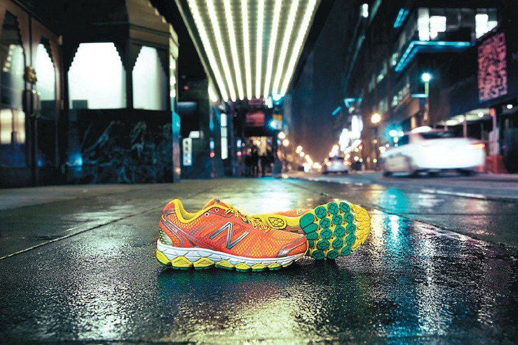 NEW BALANCE將強打頂級慢跑鞋,M/W 880避震慢跑鞋系列兼具避震與輕...
