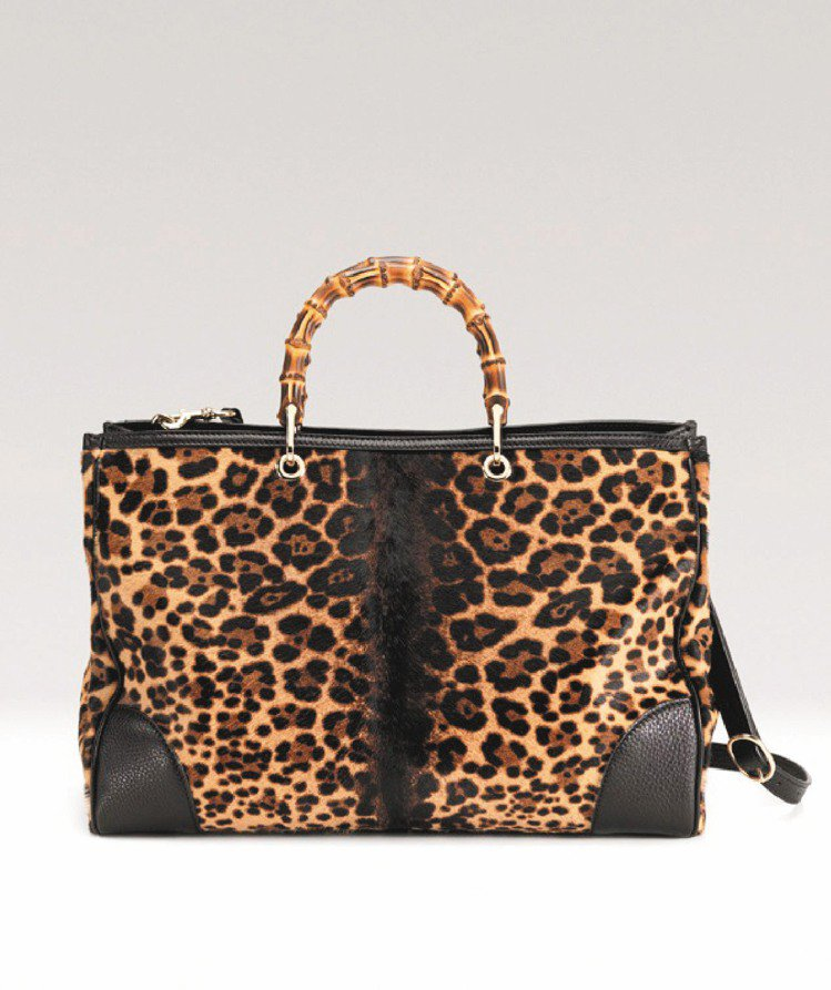 GUCCI豹紋竹節Shopper包,107,600元。圖/GUCCI提供