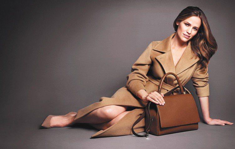 知性美女珍妮佛嘉納擔任MaxMara廣告代言人。圖/MaxMara提供