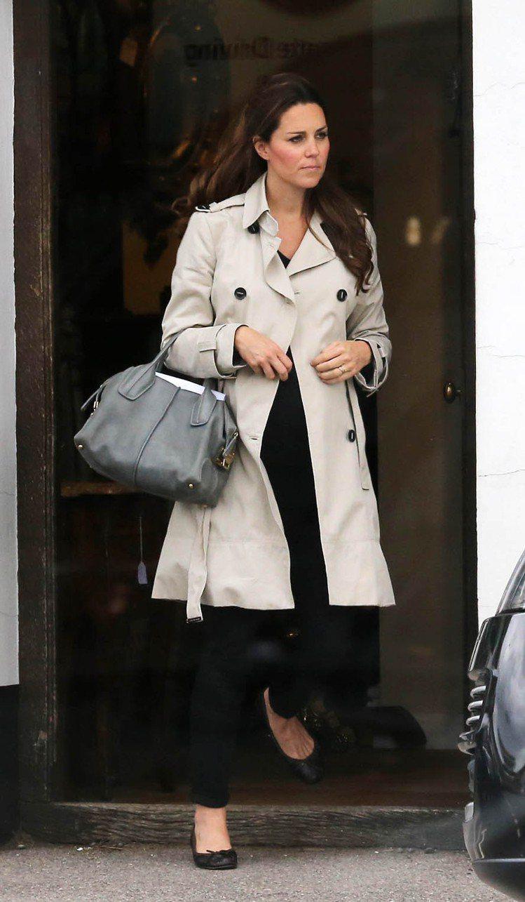 以黛安娜王妃為名的D Bag,也深受凱特王妃的喜愛。圖/OD'S提供
