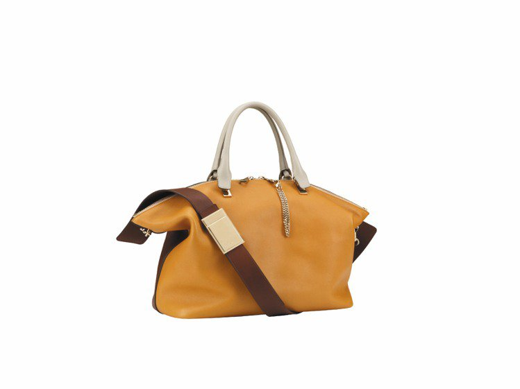 Chloe Baylee餅乾色小牛皮中型側背提包 ,售價72,200元。圖/Ch...