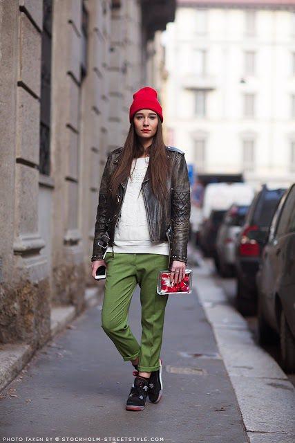穿搭時全身的色彩過多就會顯得複雜,因此如果全身已經有3、4種色彩,建議包款的顏色...