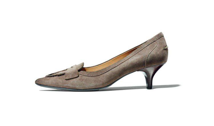 1.5吋鞋跟的「Winnie」則特別採用橡膠鞋底,搭配優雅的外型,相當適合上班族...