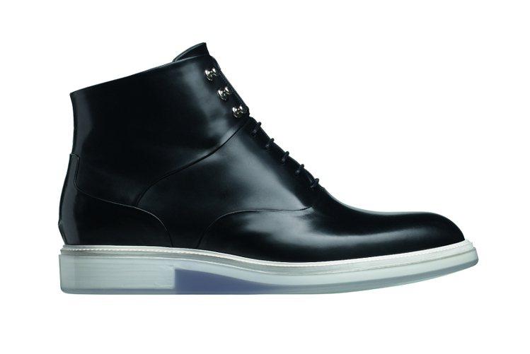 經典黑皮革休閒鞋,定價41000元。圖/Dior提供
