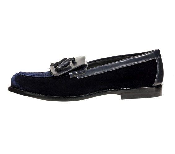 帶流蘇的經典軟幫鞋秋冬季節特別以天鵝絨和真皮來呈現,更添華麗感。圖/Empori...