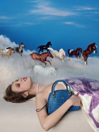 攝影大師 David LaChapelle 透過一個滿溢色彩和綺麗景象的未來世界...