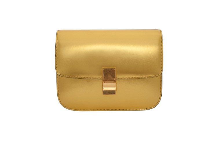 CELINE Classic亮金色小牛皮側背包,140,000元。圖/CELIN...
