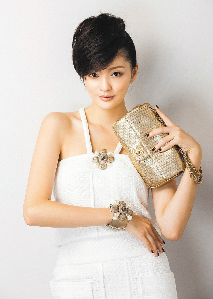 香奈兒推薦銀色耶誕禮,清新高貴。圖/CHANEL提供