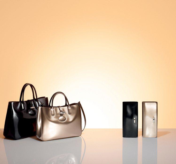 Enjoy Gold Roseau Box手袋,美麗的金屬色、亮面處理與包款設計...