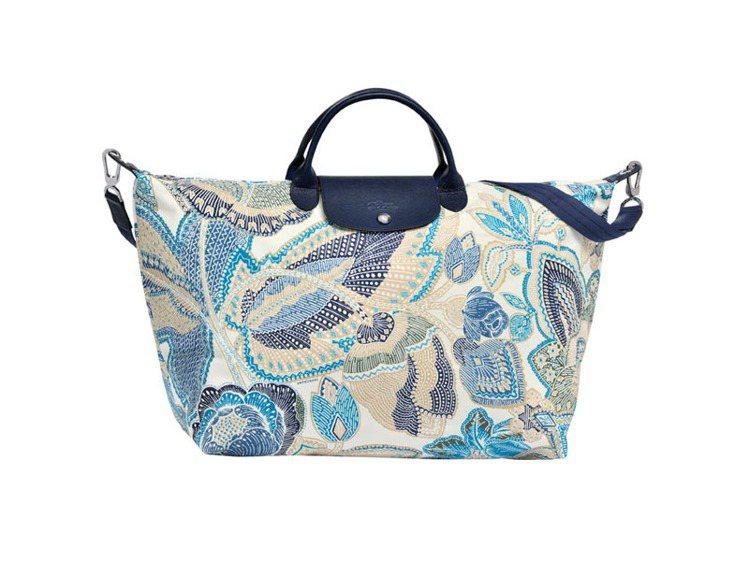 民族風情印花La Pliage包。圖/Longchamp提供