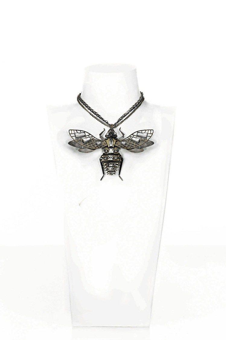 LANVIN蜜蜂項鍊,84,200元。圖/LANVIN提供