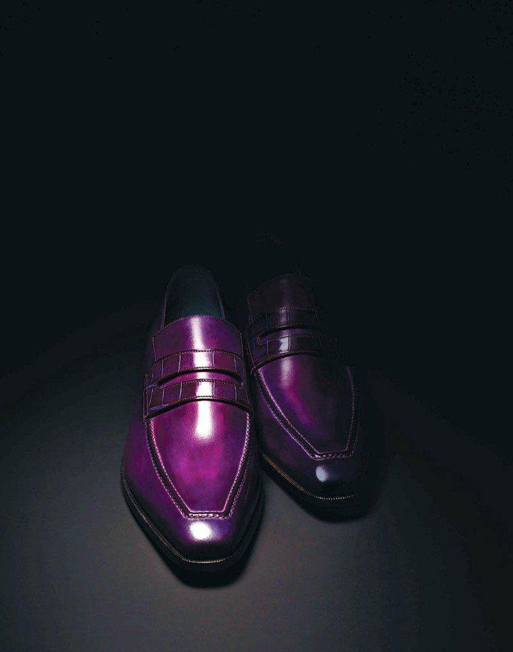Berluti獨特的漂染技術可以為鞋履添上華麗且具透明感的色調。圖/Berlut...
