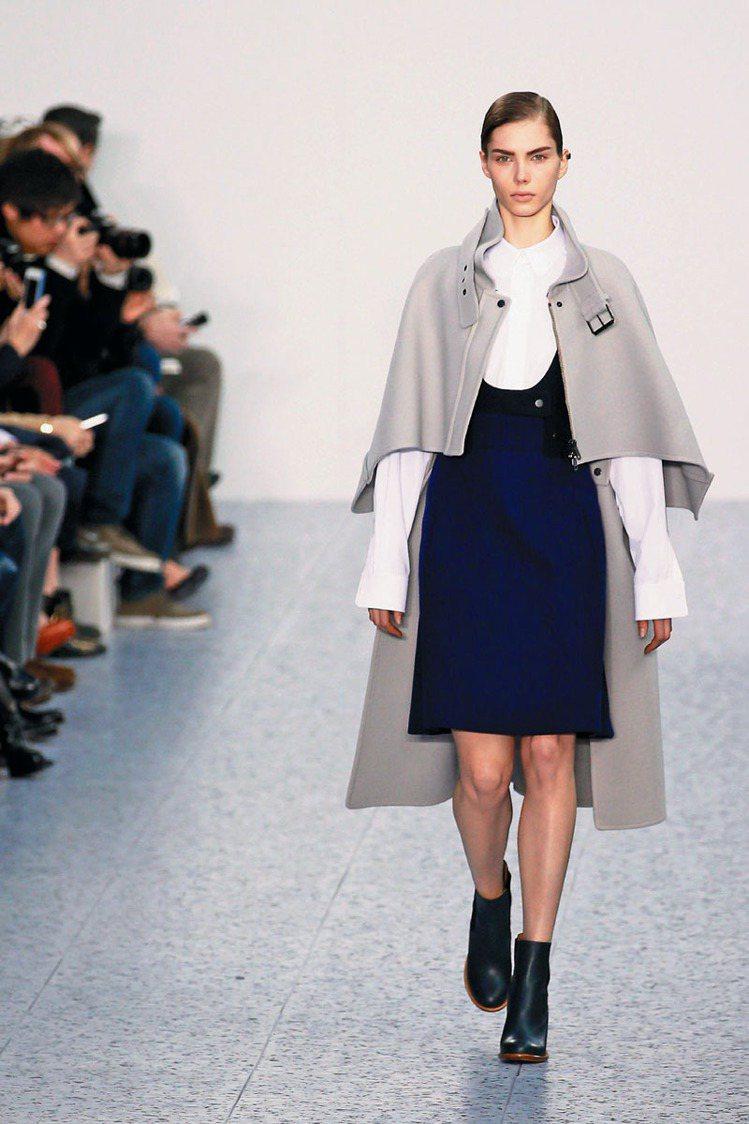 CHLOE秋冬秀短靴搭配洋裝、大衣,帥中帶柔。圖/CHLOE提供