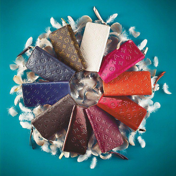 LV各式各樣材質長皮夾,是耶誕送禮的首選,趁著即將來到的新年,也帶給自己全新的皮...
