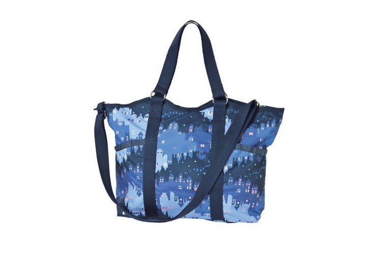 Classic系列銀河夜色手提肩背包,3500元。圖/LeSportsac提供