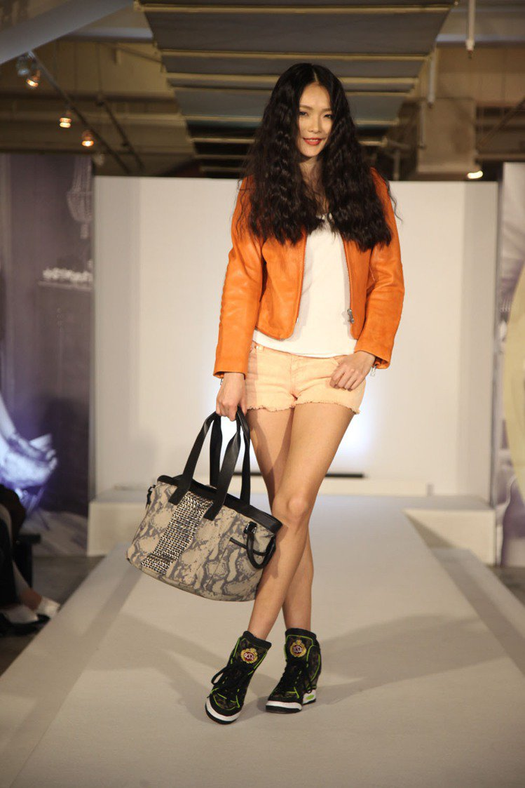 名模金禧最近則是頻頻回台出席活動,力挺台灣時尚界。圖/ASH提供